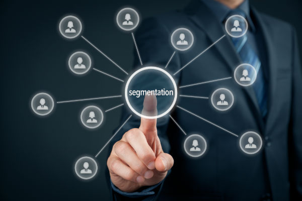 Use segmentation with your contacts for Viral Content on Twitter