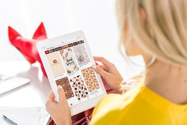 depositphotos_174271858-stock-photo-woman-using-tablet